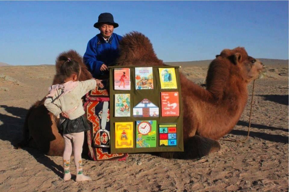 библиотека на верблюдах в Кении